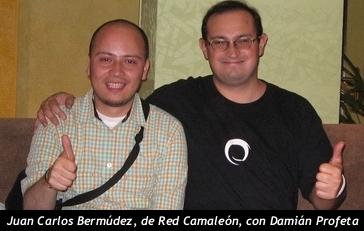 Juan Carlos Bermúdez, de Red Camaleón y Damián Profeta, de TakngITGlobal. Fotografía tomada en Buenos Aires, 2006